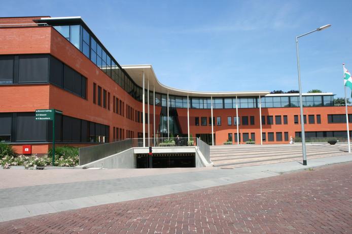 Het stadhuis van Halderberge.