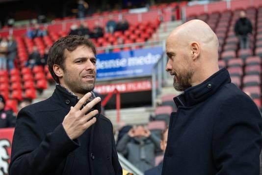 Ten Hag in een onderonsje met Gonzalo Garcia Garcia, de trainer van FC Twente.