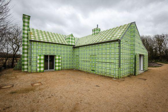 Het Groen geruite huis van kunstenares Lily van der Stokker.