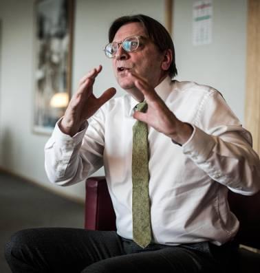 """Guy Verhofstadt: """"We weten nu tenminste dat er geprobeerd wordt om de boel te belazeren"""""""