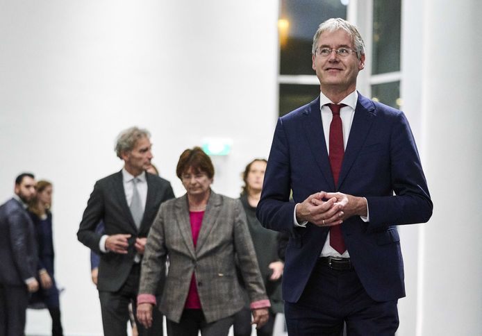 Minister Arie Slob voor Basis- en Voortgezet Onderwijs maakte vrijdagavond samen met de sociale partners de deal met het onderwijsveld bekend, waardoor er 460 miljoen euro extra komt voor het onderwijs.