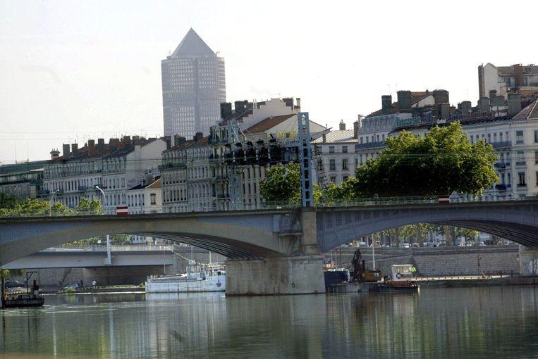 Honderden bruggen op autowegen in Frankrijk, zoals hier in Lyon, hebben dringend een opknapbeurt nodig.