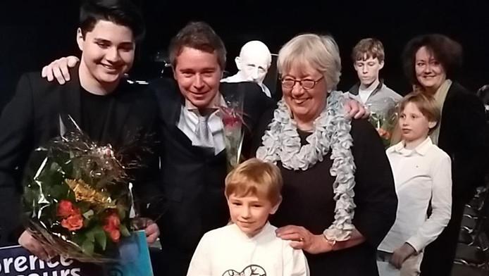 Albert Lincan (links) en in het witte overhemd de 8-jarige Adam Smit.
