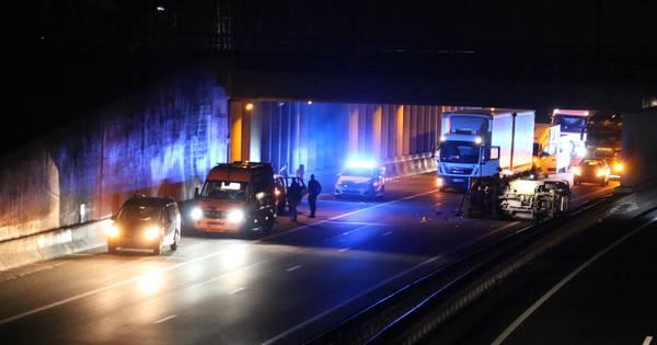 Snelweg A1 afgesloten door ongeval bij De Lutte.