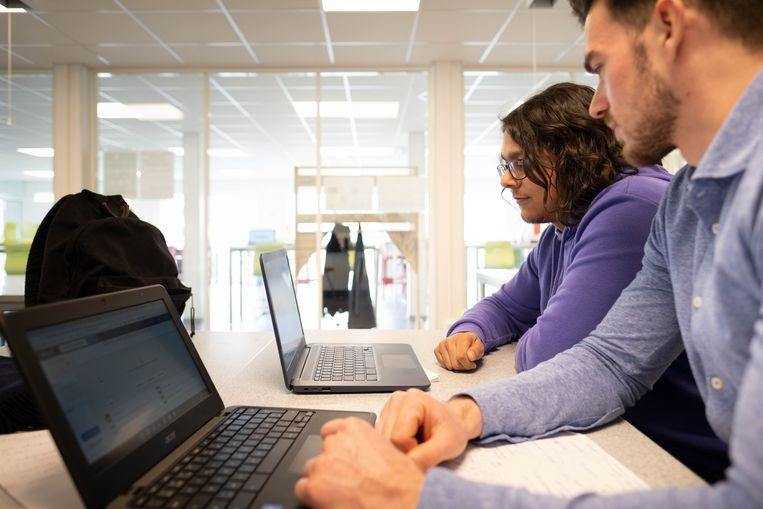 LABschool in Puurs-Sint-Amands voorziet in thuisonderwijs. Yari Sheikh en Roel Van Cleemput geven les aan Marieke