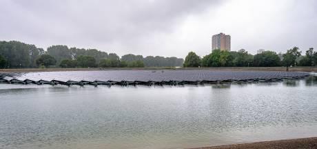 Op het water in Rotterdam drijven nu duizenden zonnepanelen