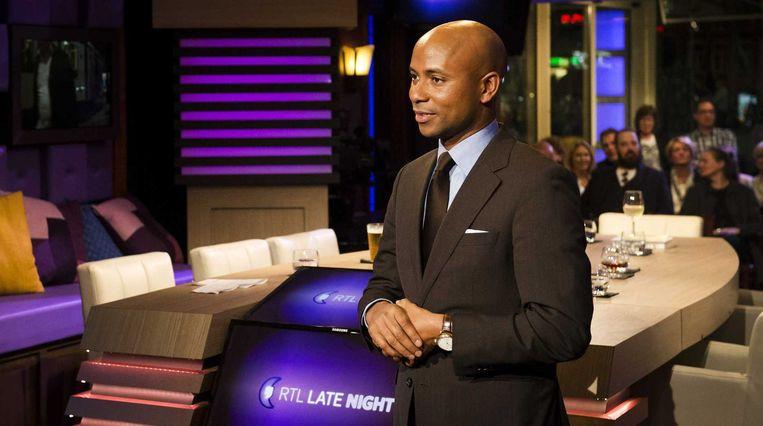 Tan in het decor van RTL Late Night Beeld anp