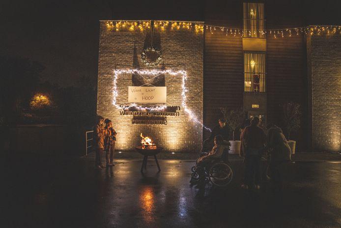 Met de kerstlichtjes wil het personeel van Ter Venne een boodschap van hoop brengen.