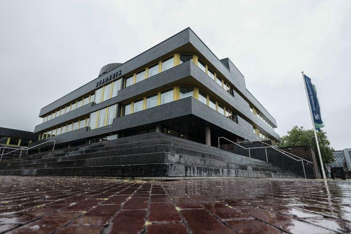 Doetinchem wil de 1,8 miljoen euro terug die een leidinggevende ambtenaar in een periode van dertien jaar heeft verduisterd van de Achterhoekse gemeente.