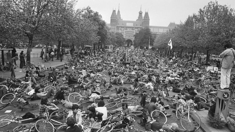 Landelijke fietsdemonstratie voor de herdenking van verkeersslachtoffers. Beeld Nationaal Archief