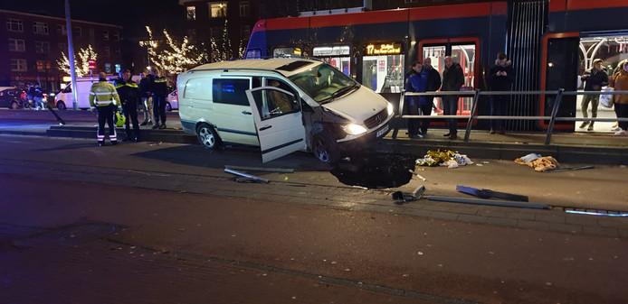 De schade aan de tramhalte is groot.