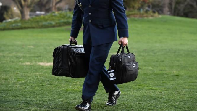 Trump niet aanwezig op eedaflegging Biden: hoe verloopt overdracht van 'nucleaire voetbal'?