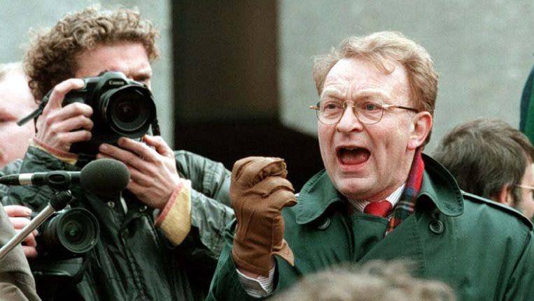 Hans Janmaat (R) houdt een toespraak na een demonstratie van de Centrum Democraten. De partij werd in 1984 opgericht door Janmaat en was een afsplitsing van de Centrumpartij. Beeld anp