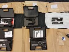 Vuurwapens en munitie aangetroffen bij man uit Voorschoten