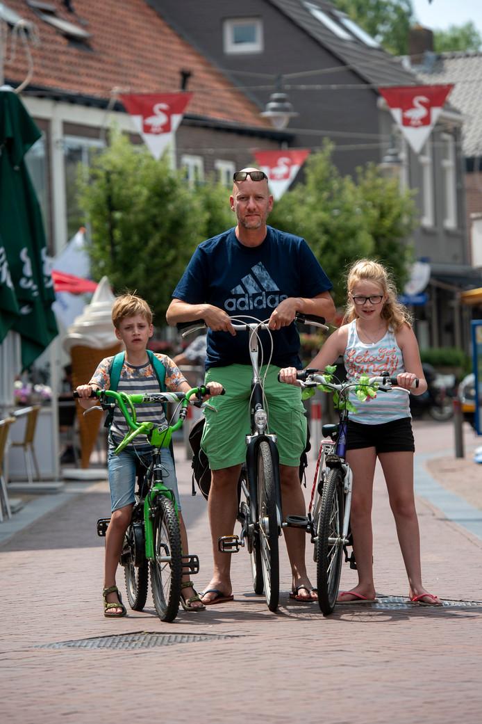 Patrick Sluiter met dochter Catootje en zoon Job .