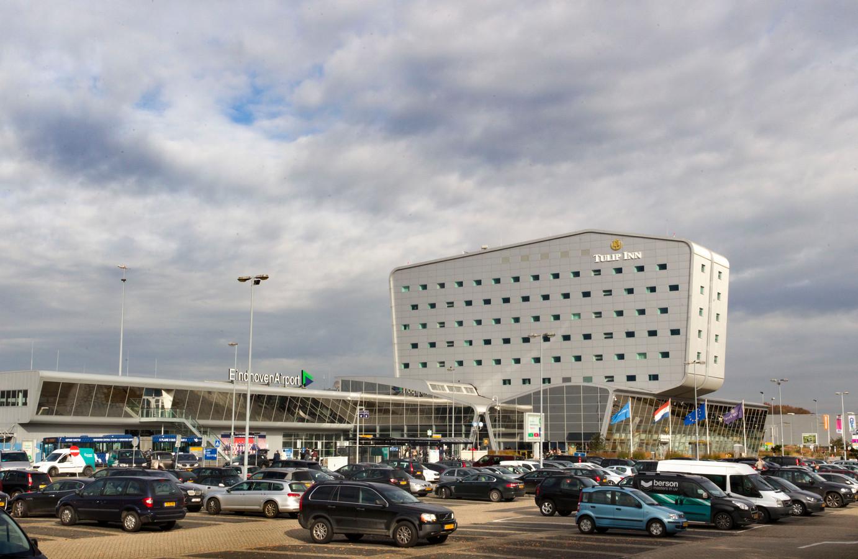 Eindhoven Airport, vóór de bouw van de nieuwe parkeergarage.
