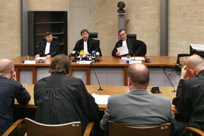 Media-aandacht kan als een wervelwind opsteken, maar daarna als een briesje eindigen. Op de eerste dagen van het Chemie-Pack-proces in 2012 zaten soms meer dan twintig journalisten in de zaal.