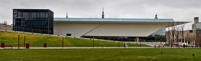 Exterieur van het Stedelijk Museum in Amsterdam. Het nieuwe Almeerse museum moet groter worden