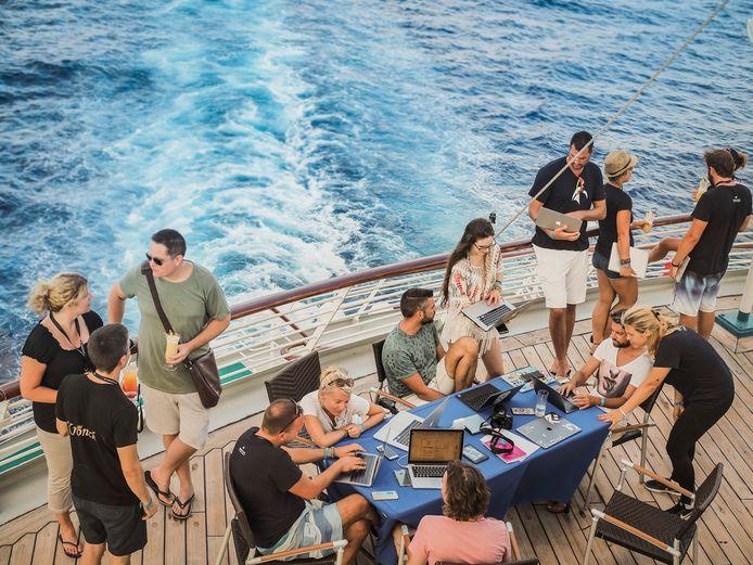 Aan boord bij de digital nomad cruise.
