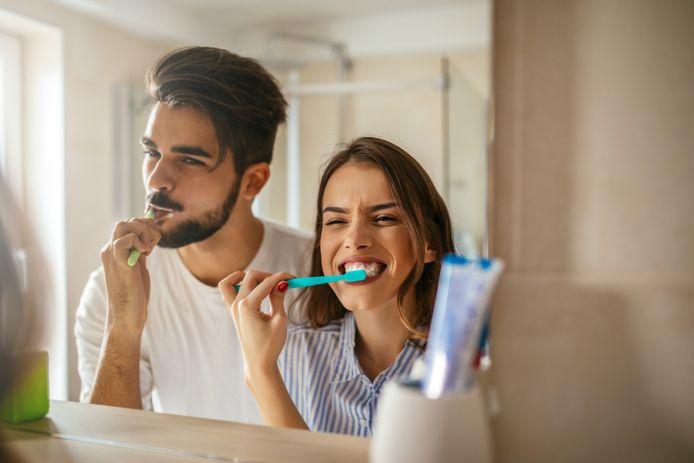Een van de belangrijkste oorzaken van een slechte adem is ontstoken tandvlees. Zorg dus voor een goede mondhygiëne.