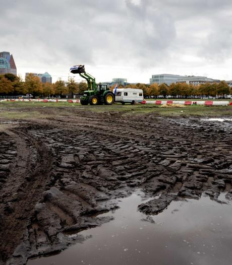 Malieveld flink beschadigd door tractoren boerenprotest