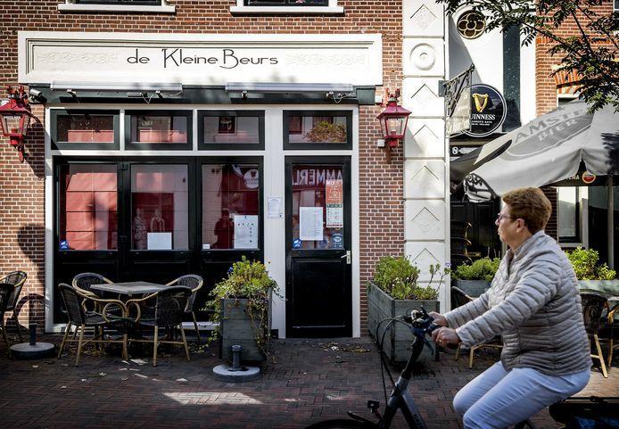 Café De Kleine Beurs in het centrum van Hillegom.