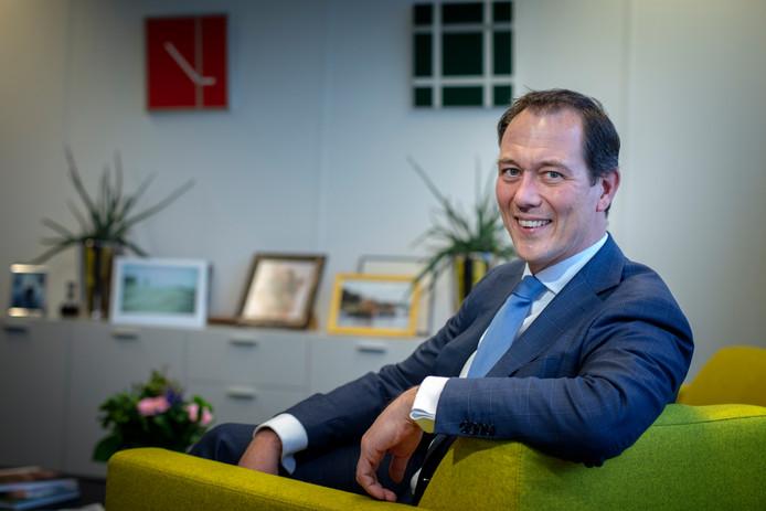 Wethouder Boudewijn Revis (VVD, stadsontwikkeling) in zijn werkkamer. De wethouder komt met een fors pakket aan maatregelen om de overspannen Haage woningmarkt wat tot bedaren te brengen.