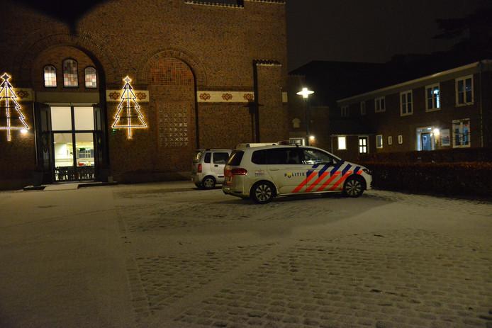 De politie op het Nolensplein.