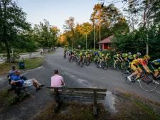 Amateurwielrenners in Oldenzaal: 'Geweldig, dat echte koersgevoel'