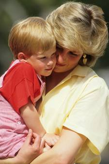 William, Harry en Kate herdenken Diana met besloten dienst
