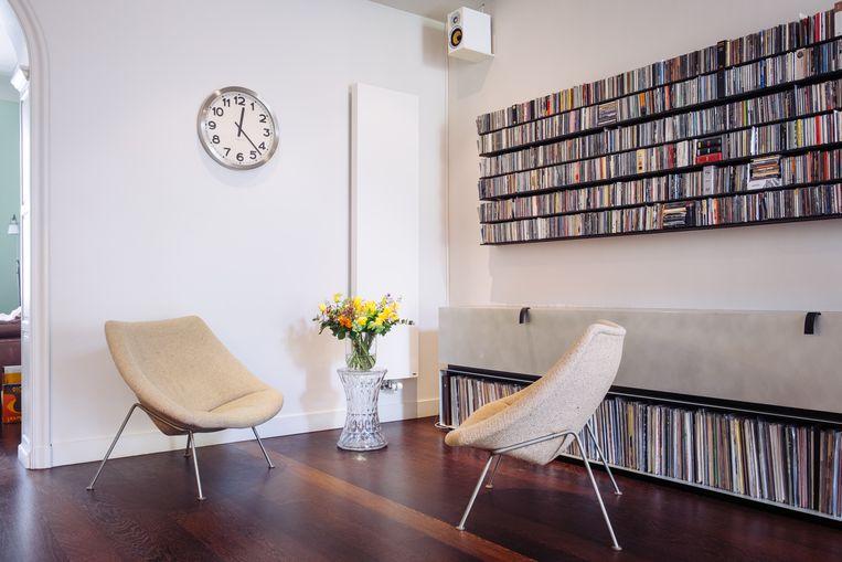 De jonge ontwerper Pieter Maes tekende de kast op maat van Onno's uitgebreide muziekcollectie.