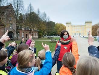 """Schoolkinderen gaan op zoek naar dierensporen in kasteeldomein d'Ursel: """"Genieten van uitstap die nog wél mogelijk is"""""""
