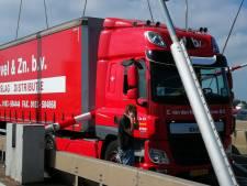 Oeps! Slagboom tussen cabine en trailer vrachtwagen: lange file op de N3