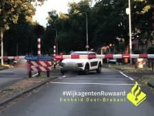 Verbazing bij wijkagent Oss over auto die spoorbomen omzeilt op plek van tragisch ongeval met Stint: 'Dit is bizar gedrag!'