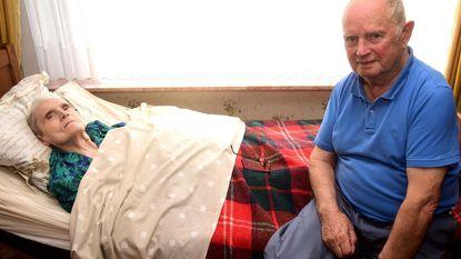 """Jules (83) zorgt al helft van zijn leven voor 'zijn' Simone (84): """"In goede en slechte dagen heb ik ooit beloofd"""""""