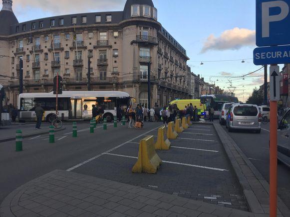 Een ambulance kwam ter plaatse om de man te verzorgen.