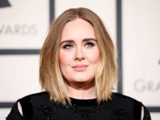 Adele grapt over gewichtsverlies in Saturday Night Live
