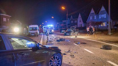 Drie gewonden bij frontale botsing in Kloosterstraat