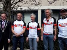 Wielrenners gaan op de fiets van Normandië naar Groesbeek