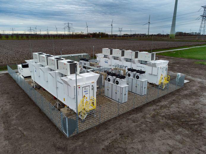 Krachtigste batterij van Nederland is te vinden in de weilanden ten noorden van Lelystad.
