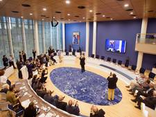 SGP: Nederlandse én Veenendaalse vlag in raadszaal