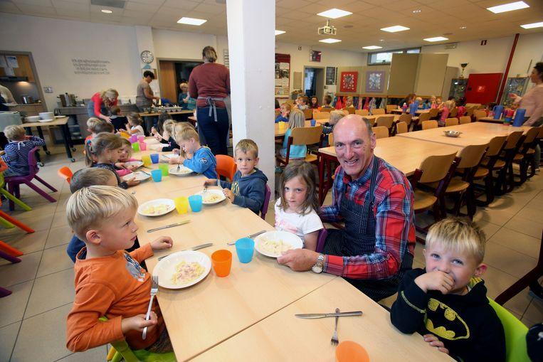 Karel Scherpereel is gemeenteraadslid, maar ook directeur van een lagere school.