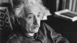 Levi's brengt de iconische leren jas van Albert Einstein terug op de markt