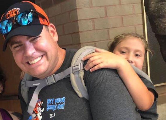 Leraar Jim Freeman droeg Ryan King op zijn rug tijdens de schooluitstap.