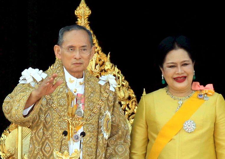 Koning Bhumibol en zijn vrouw Sirikit in 2007. De koning vierde toen zijn 80ste verjaardag.