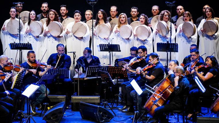 The Orchestra of Syrian Musicians treedt op in Carré. Beeld anp