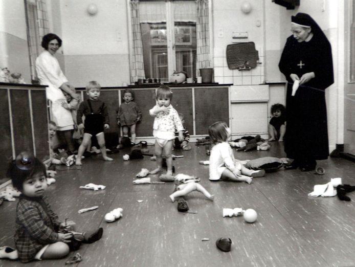 Een tehuis voor ongehuwde moeders in Leiden in 1967