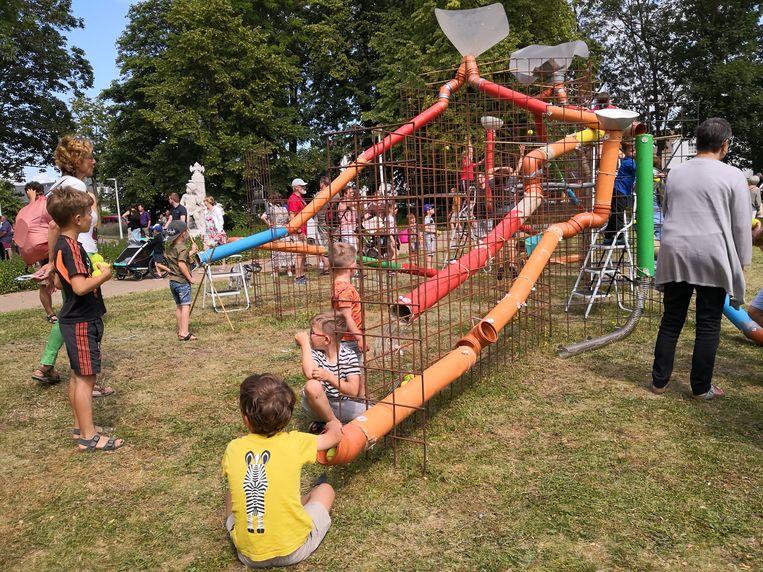 Het Leopold II-park was het decor voor reuzespelen. Wat een gigantische knikkerbaan
