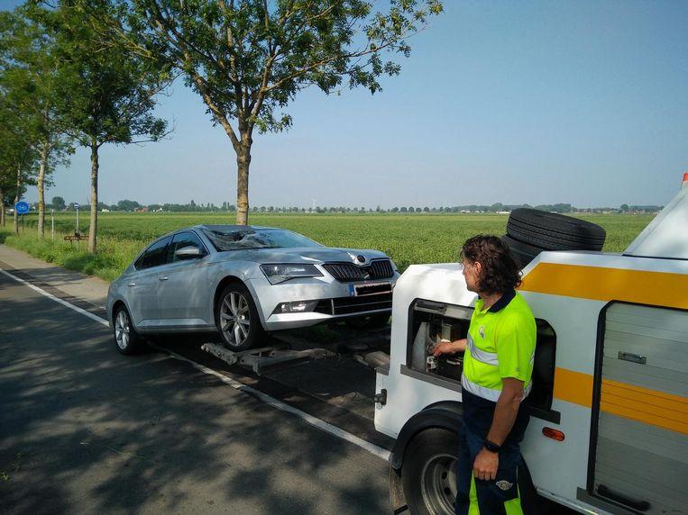 De Skoda die het meisje heeft aangereden, werd na het ongeval weggetakeld.
