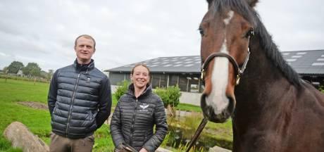 Nina en Tarik kopen Rijssense manege en gaan locatie omtoveren: 'Voor eventing is deze plek ideaal'